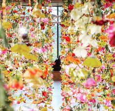 🌸🌺🌼🌸🌺🌼🌸🌺 Regram from Flower Installation, Pink Yellow, White Flowers, Vibrant, Design Inspiration, Table Decorations, Orange, Garlands, Green