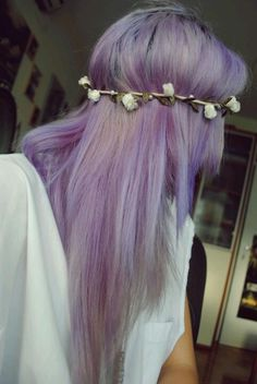 lilac hair and flower crown Lavender Hair, Lilac Hair, My Hairstyle, Pretty Hairstyles, Coloured Hair, Dye My Hair, Flowers In Hair, Lilac Flowers, Silver Flowers