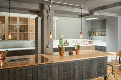 This amazing new Sebastian Cox Kitchen in our London showroom features a cool mixed material worktop, glazed wall cupboards, a glazed pantry, a long elegant sink run and beautiful parquet flooring by our sister company @floorsofstone