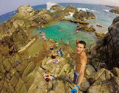 Quer ver sua fot aqui? Use #FelizEmAruba #regram @caioramon94 🇧🇷 Melhor piscina natural de Aruba! Para chegar até lá você precisa ir ao Parque Nacional Arikok no lado sul da ilha. Você tem duas opções: alugar um carro 4x4 ou agendar um passeio. Fui com agência e aconselho porque te levam para lugares que você nunca acharia sozinho. Com certeza, um dos lugares que mais gostei em Aruba! ⠀⠀⠀⠀⠀⠀⠀⠀⠀⠀ ⠀⠀⠀⠀⠀⠀⠀⠀⠀⠀ 🇺🇸 The best Aruba's natural pool! To get there you need to go to Arikok Natural…