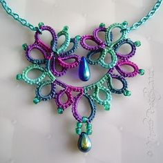 Tatting and Beads Love the color. Tatting Necklace, Tatting Jewelry, Tatting Lace, Crochet Necklace, Shuttle Tatting Patterns, Needle Tatting Patterns, Crochet Patterns, Needle Tatting Tutorial, Lace Making