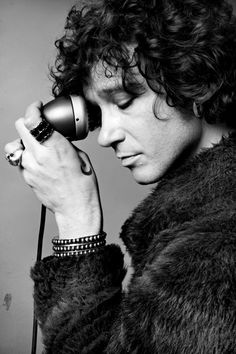 Enrique Bunbury one the best musicians. Great music And Lyrics