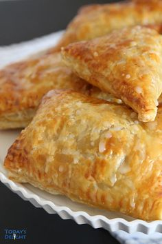 Puff Pastry Apple Turnovers are made with deliciously flaky puff pastry with cinnamon flavored diced apples. Apple Turnovers are easy to make. Apple Recipes With Puff Pastry, Apple Turnovers With Puff Pastry, Apple Pie Recipe Easy, Puff Pastry Desserts, Apple Dessert Recipes, Easy Desserts, Puff Pastries, Apple Pie Pastry, Peach Turnovers