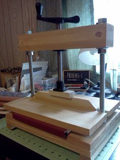 The first edition of my home-made book press. Brought to you f… – adam sprayberry – Diy Woodworking Jigs, Woodworking Projects, Popular Woodworking, Atelier Creation, Bookbinding Tools, Homemade Books, Book Press, Book Repair, Leather Craft Tools