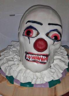 DieseTolle-Gruselclown-Torte kommt von Katharina. Schaurig schöne Halloween-Muffins bekommt Ihr mit unserem Halloween-Set im Handumdrehen hin!  http://www.tolletorten.com/Sonderangebote/Angebot-des-Monats-Oktober::770.html?utm_source=Facebook&utm_medium=Post&utm_campaign=FBHalloweenmuffins