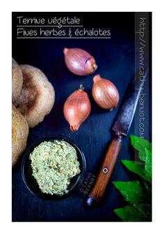Recette de terrine végane au tofu lactofermenté, fines herbes (persil...) échalotes et noix de cajou, à tartiner comme un fromage frais.