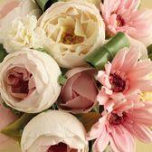 Sugar flower arrangement by Naomi Yamamoto