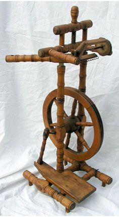 Castle-Style Spinning Wheel - lateral