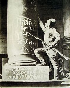 May 1945 Berlin Soviet soldier writing on Reichstag's colonne | photo by Y.Khaldey