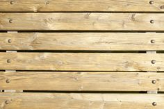 Como endireitar madeira empenada