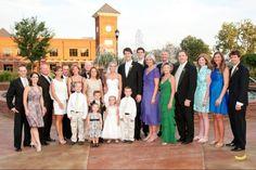 Cómo funcionan los genes. Mira los parientes del novio y de la novia.