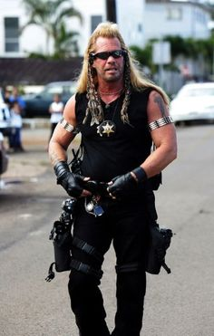 Dog The Bounty Hunter A modern day Rambo.AND, he loves Jesus Dog Costumes, Couple Halloween Costumes, Costume Ideas, Halloween 2018, Halloween House, Halloween Treats, Happy Halloween, Halloween Party, Beth The Bounty Hunter