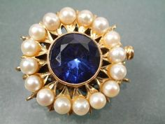 BEAUTIFUL-VINTAGE-9CT-GOLD-PEARL-SYN-SAPPHIRE-LARGE-CLASP-3-ROW-PEARL-NECKLACE