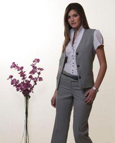 Uniforme para dama - Imagui Business Chic, Business Outfits, Business Attire, Long Dress Fashion, Girl Fashion, Fashion Dresses, Womens Fashion, Casual Work Attire, Office Attire