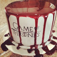 34 Game of thrones cake ideas. Don't think I would go for the blood covered one but there are some good ideas in here. Bolo Game Of Thrones, Game Of Thrones Food, Game Of Thrones Birthday, Game Of Thrones Theme, Cupcakes, Cupcake Cakes, Got Party, Party Time, Beautiful Cakes