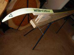 Plans for a Portable DIY ski wax bench. Xc Ski, Ski Gear, Snowboard, Old Row, Ski Rack, Nordic Skiing, Diy Bench, Cross Country Skiing, Bench Plans