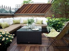 What a cozy and romantic roof terrace!   #rooftopgarden #urbangardens