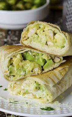 Chicken Avocado Burritos Looking for quick and easy dinner recipes? This Chicken Avocado Burritos come together with just 15 min prep! Chicken Avocado Wrap, Avocado Chicken Burrito, Chicken Wraps, Easy Dinner Recipes, Easy Meals, Paleo Dinner, Chicken Burritos, Baked Burritos, Healthy Burritos