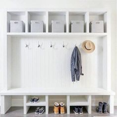 ✓ 70 Attractive Farmhouse Mudroom Entryway Ideas – Best Home Decorating Ideas - Page 48 Mudroom Laundry Room, Mudroom Cubbies, Shoe Storage Mudroom, Bench Mudroom, Basement Bathroom, Build A Shoe Storage Bench, Kids Basement, Basement Pool, Entry Bench