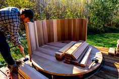 Go natural and make this wood and steel outdoor hot tub. Japanese Bathtub, Japanese Soaking Tubs, Outdoor Tub, Outdoor Baths, Round Hot Tub, Round Pool, Cabin Hot Tub, Hot Tub Backyard, Backyard Pools