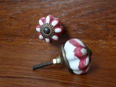 pomelli in ceramica con decorazione floreale http://easy-online.it/it/categoria-prodotto/pomelli/