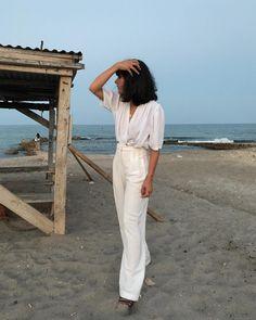 La filosofía lagom nos dice que mirar espacios abiertos y amplios puede dar tranquilidad y serenidad, el momento de descanso nos lo puede dar un paseo por la playa; disfrutar de las pequeñas cosas que te hacen feliz #livelagom #beautifullybalanced