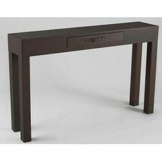 Mesa de entrada marrón oscura perfecta para decoraciones en color manera y muy práctica por su diseño y altura.
