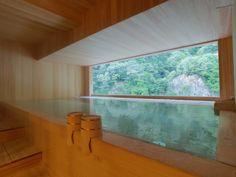 清流を眺めながら入る檜の露天風呂。  明るい時に入ってみて!!    宇奈月温泉 延楽  [enraku]-Unazuki Onsen,Toyama,Japan