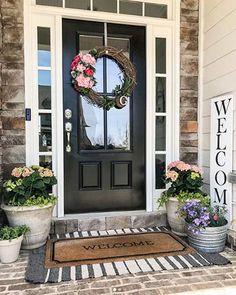 47 Stylish Diy Farmhouse Front Porch Decoration Ideas Stilvolle Diy Bauernhaus Veranda Dekoration Id Front Door Porch, Front Door Entrance, Front Door Decor, Front Doors, Door Entry, Doorway, Front Porch Flowers, Porch Doors, House Front Door