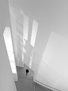 Modern white interior | interior design. Innenarchitektur . design d'intérieur | Photo: Peter Bigorajski |