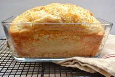A garlicky cheddar cheese quick bread ready in about an hour from start to finish. Easy, cheesy, foolproof - delicious | www.craftycookingmama.com