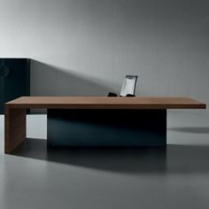 Kyo is a collection of executive and meeting tables, where the simple shapes of the lines are enhanced by the use of materials and the strong thickness of..