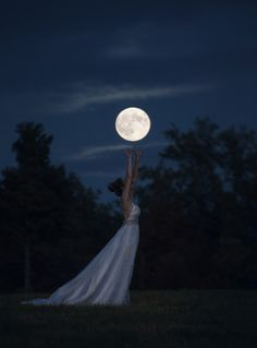 Raindrops and Roses Reminds me of Moonshadow by Thea Harrison! Over The Moon, Stars And Moon, Photo Voyage, Raindrops And Roses, Moon Wedding, Shoot The Moon, Moon Pictures, Full Moon Photos, Midnight Sky