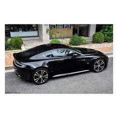 Aston Martin Vantage Carbon Black Edition - My VERY favorite car on cars vs lamborghini sport cars sports cars Maserati, Lamborghini, Ferrari, Bugatti, Luxury Sports Cars, Rolls Royce, My Dream Car, Dream Cars, Supercars