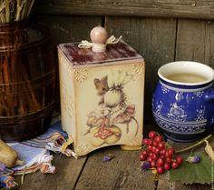 Купить или заказать Короб  для сыпучего 'Клубничный' в интернет-магазине на Ярмарке Мастеров. Копия одной моей прошлой работы. Сейчас его можно купить. Задумывался, как сахарница. Но можно хранить любые сыпучие продукты, например конфетки, листовой чай, зерна кофе или что-то другое. Внутри не окрашен, натуральное дерево.