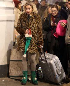 Last Christmas Movie, Christmas Store, Emilia Clarke Hot, Female Dragon, An Elf, Maisie Williams, Indie, Take That, Singer