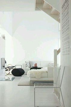 Sandalye ve duvar kağıdı için