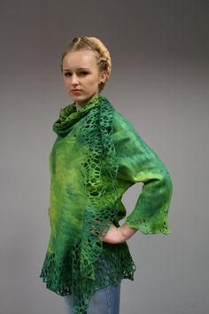 Jacket Alar Suitable for thin, pregnant, or non-traditional female figure.  A unique, lightweight, free size jacket Alar Made of wool and silk. Decorated