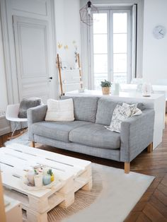 Changing the decor of a small living room is not an easy exercise. We must take into account several criteria to create an ambian … - Decoration For Home Decor, Room, Interior, Apartment Living Room, Home Decor, House Interior, Home Deco, Interior Design, Home And Living