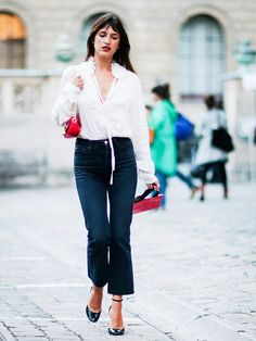 Jeanne Damas (one of our favourite street style stars) is just one of the influencers we've spotted wearing black jeans again... she how the french fashion star (and loads of other bloggers and street stylers) is styling them for AW16