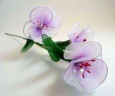 Нежные цветочки из капрона Nylon Flowers, Wire Flowers, Real Flowers, Fabric Flowers, Paper Flowers, Cute Crafts, Crafts For Kids, Diy Crafts, Origami Bow