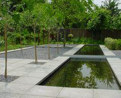 vijver - betontegels - slates - metalen rooster - http://www.groenengroei.nl/inspiratie.html#