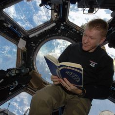 A very special book: this copy of The road to the stars by Yuri Gagarin belongs to Helen Sharman and flew with her to Mir in 1991. It is signed by Yuri Gagarin himself Helen' s crew and now the @iss crew. #cosmonautsday #yurisnight by astro_timpeake