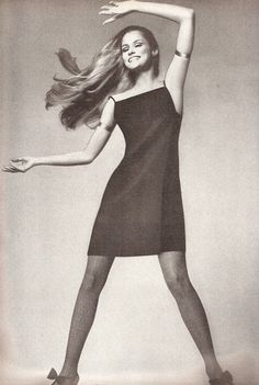 Lauren Hutton modeling in Vogue 1966 1960s Fashion, Timeless Fashion, Fashion Models, Fashion Beauty, Vintage Fashion, Classic Fashion, High Fashion, Vintage Vogue, Mode Vintage