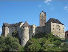 Loket Castle, Châteaux and Castles in Czechia Gothic Castle, Medieval Gothic, Medieval Castle, Fortification, Architecture Old, Old Buildings, Kirchen, Windmill, Czech Republic