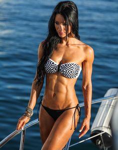 Alzira Rodriguez workout routine split includes some plyometrics