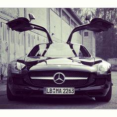 HOT Mercedes-Benz SLS AMG......THIS IS SOOOO SICK!!!