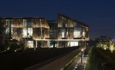 Gallery - Selcuk Ecza Headquarters / Tabanlıoğlu Architects - 11
