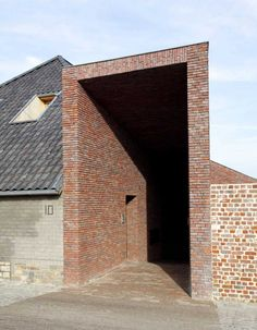 The Rabbit Hole Brick House is a modern vernacular farmhouse designed to provide for both a residence and a veterinary practice in Gaasbeek, Belgium. Hence the architect Bart Lens of Lensass Architecten used brick as not only a construction material, but also as a concept reinforcing the existing structure. It is the binding element between past and present.