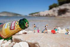"""""""Litte People"""": Miniaturen ganz groß in Szene gesetzt  Der in London lebende Street Artist Slinkachu setzt bereits seit 2006 mit der fortlaufenden Installationsserie """"Little People"""" Miniaturen in Met..."""